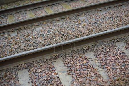 Foto de Fondo ferroviario, primer plano de los carriles - Imagen libre de derechos