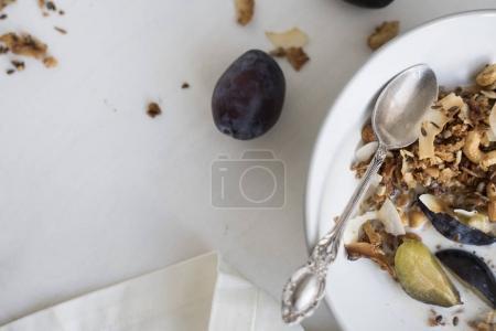 Photo pour Grain Free paléo noix Granola en plaque - image libre de droit