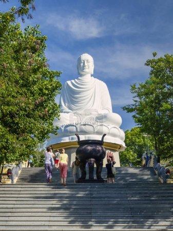 Buddha statue Long Shaun pagoda