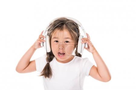 kid listening music