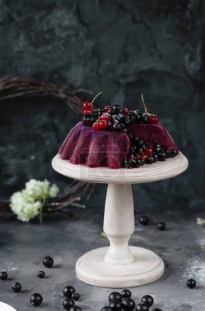 Jelly tart on white cake stand