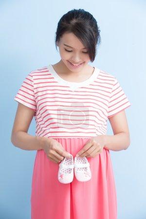 pregnant woman take shoes