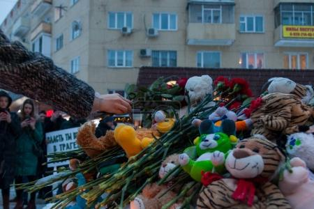 27 March 2018, RUSSIA, VORONEZH: The action of commemorating the victims of the fire in the shopping center in Kemerovo.