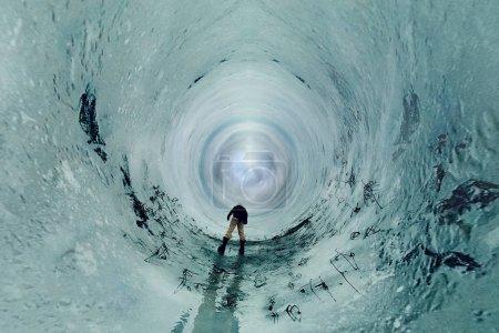Photo pour Résumé-portrait d'un panorama d'hiver peu d'effet planète. Bel homme de plein air - image libre de droit