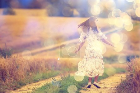 Photo pour Happy girl freedom in summer field, glare of the sun abstract background france provence automne - image libre de droit