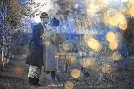Photo pour Vintage couple en amour village noir et blanc français style rétro homme et femme - image libre de droit