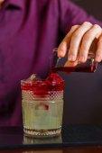Barman, takže New York kyselé koktejl