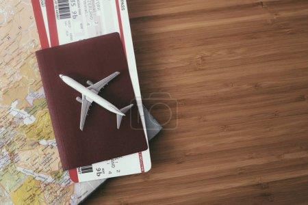 Photo pour Passeport avec billets d'avion et carte sur fond bois, concept de voyage - image libre de droit