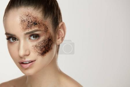 Photo for Woman Face Skin Care. Closeup Beautiful Healthy Girl With Fresh Makeup Doing Peeling Procedure. Portrait Of Sexy Young Woman With Natural Coffee Mask, Skin Scrub On Face. Beauty. High Resolution - Royalty Free Image