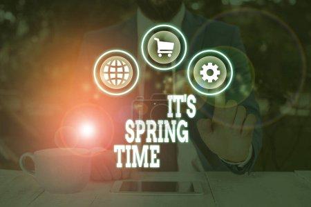 Photo pour Écriture manuscrite de texte It S Spring Time. Photo conceptuelle Saison après hiver Sang des fleurs Transformation - image libre de droit