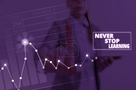 Photo pour Note d'écriture montrant Never Stop Learning. Concept d'affaires pour continuer à améliorer et à renforcer vos limites - image libre de droit