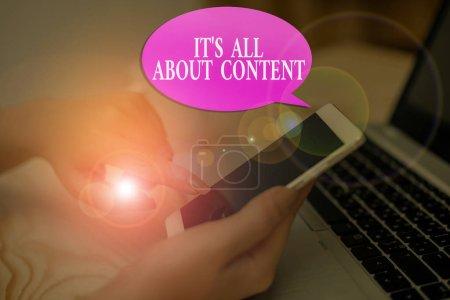 konzeptionelle Handschrift, die zeigt, dass es um Inhalte geht. Geschäftsfotos, die durch das Schreiben von Informationen und Erfahrungen ausdrücken.