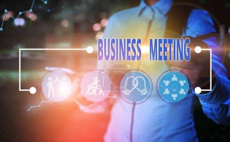 Foto de Nota escrita que muestra la reunión de negocios. Concepto de negocio para la recopilación de dos o más exposiciones para discutir ideas de negocio - Imagen libre de derechos