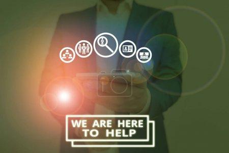 Photo pour Texte manuscrit Nous sommes là pour vous aider. Photo conceptuelle Quelqu'un qui est toujours prêt à aider le soutien Donnez - image libre de droit