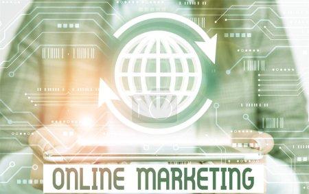 Photo pour Word writing text Marketing en ligne. Photographie d'entreprise faisant la promotion de produits et de services sur Internet - image libre de droit