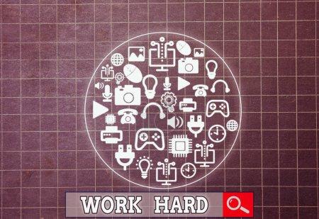 Photo pour Note d'écriture montrant Travailler dur. Concept d'entreprise pour le travail qui met l'effort dans l'accomplissement et l'exécution des tâches - image libre de droit