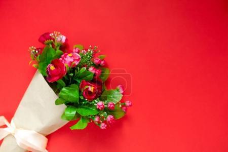 Photo pour Amour, cadeau de Saint Valentin pour le second semestre, un bouquet de fleurs, roses, photo romantique, toile de fond, adapté pour les annonces, insérer du texte - image libre de droit