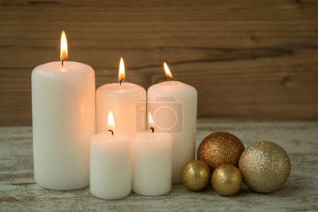 Christmas candles with balls