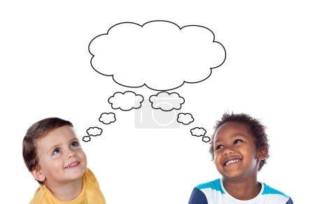 Photo pour Portrait de deux beaux petits garçons avec bulle de parole dessinée à la main isolée sur fond blanc - image libre de droit