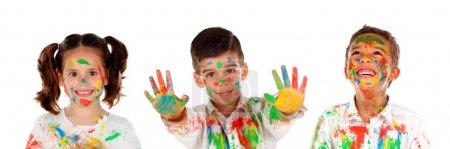 Foto de Niños felices con pintura de colores aislados sobre fondo blanco - Imagen libre de derechos
