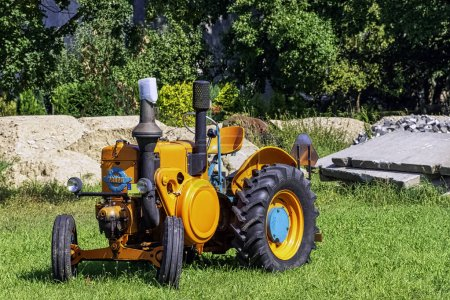 Vintage Argentinian tractor Bulldog Pampa T01 in C...
