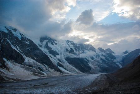 Photo pour Beautiful scenic landscape with snowy mountains and cloudy sky, Russia, Caucasus, july 2012 - image libre de droit