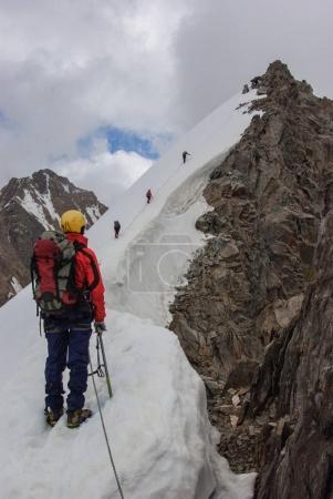 Photo pour People hiking in snowy mountains, scenic landscape, Russia, Caucasus, july 2012 - image libre de droit