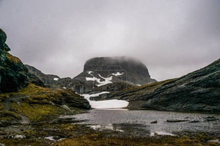 Photo pour Beautiful landscape view of mountains and clouds, Norway, Hardangervidda National Park, september 2015 - image libre de droit