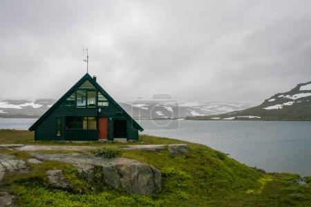Photo pour Beautiful landscape with little house on meadow with mountains and river, Norway, Hardangervidda National Park, september 2015 - image libre de droit