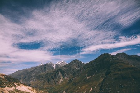 Photo pour Beau paysage pittoresque de montagnes majestueuses dans l'Himalaya indien, Rohtang Pass - image libre de droit