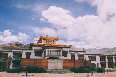 Photo pour Bâtiment authentique traditionnel dans l'Himalaya indien, Leh - image libre de droit