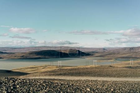 красивый живописный пейзаж с электрическими столбами в Исландии
