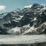 Frozen winter lake in scenic mountains, Morskie Ok...