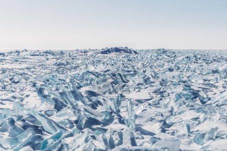 Photo pour Vue panoramique incroyable de glace et de neige sur lac Baïkal gelé, Russie - image libre de droit