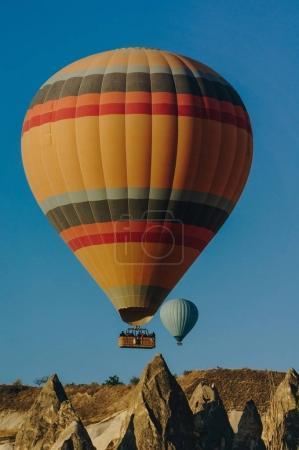 Photo pour Festival de ballons d'air chaud dans les cheminées de fées, Cappadoce, Turquie - image libre de droit