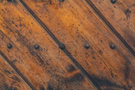 Photo pour Plan rapproché de vieilles planches de bois fixées avec des attaches - image libre de droit