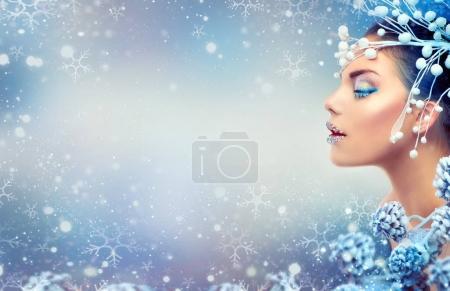 Femme avec maquillage de Noël et accessoires