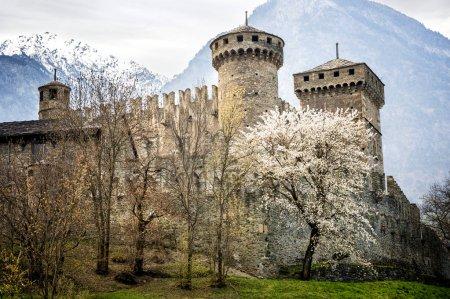 Photo pour Château de Fenis dans la Vallée d'Aoste, Italie - image libre de droit