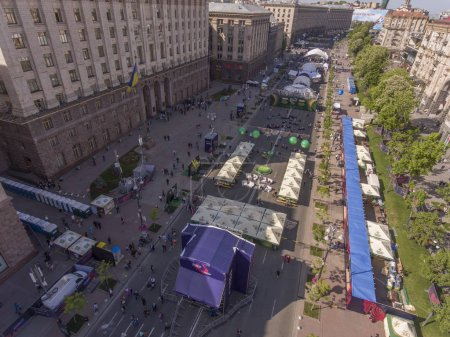 Photo pour Eurovision Village on Khreshchatyk Street in the city of Kie. Preparing for the Eurovision Song Contest 04/05/2017. - image libre de droit
