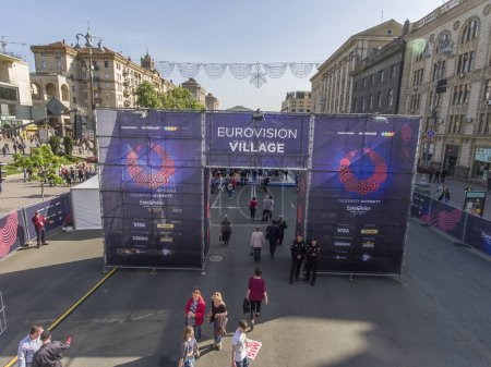 Photo pour The central entrance to the Eurovision Village on Khreshchatyk Street in Kiev. Eurovision Village on Khreshchatyk Street in the city of KievPreparing for the Eurovision Song Contest 04/05/2017. - image libre de droit