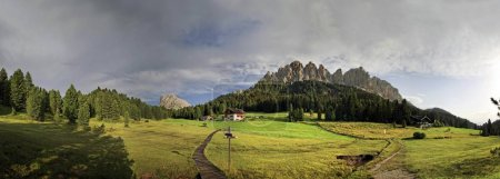 Panoramic view of Aferer Geisler and Peitlerkofel mountains, Italy, Europe