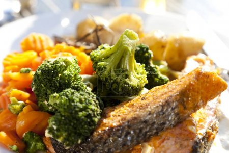 Grilled salmon with broccoli, carrots and rosemary potatoes