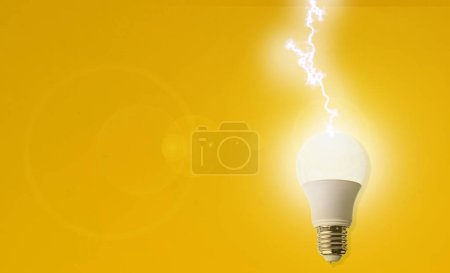 Photo pour Lightning bold strike in the light bulb, creative idea of the innovation concept - image libre de droit