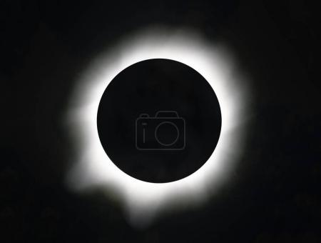 Photo pour Éclipse de soleil dans le ciel - image libre de droit