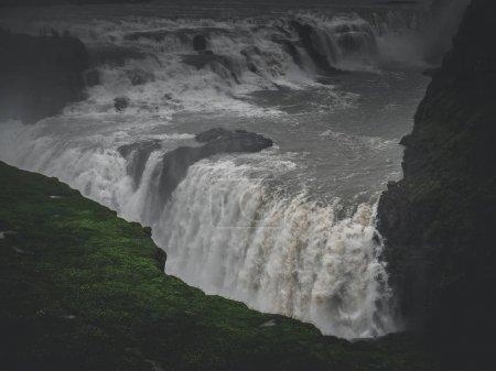 Photo pour Grande cascade pittoresque de Gullfoss dans les montagnes, Islande - image libre de droit