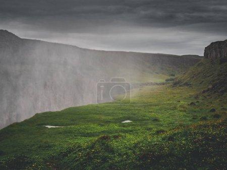 Photo pour Brume sur la grande cascade majestueuse de Gullfoss, Islande - image libre de droit