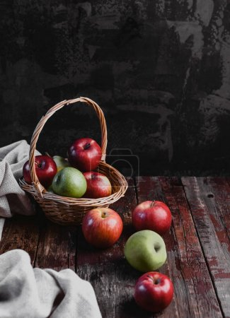 Korb und Äpfel