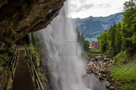 Photo pour Cascade de Giessbachfall près de Brienz en Suisse dans les Alpes - image libre de droit