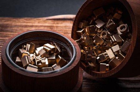 Photo pour Timbres alphabet en cuir dans des caisses bois - image libre de droit