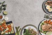 """Постер, картина, фотообои """"вид сверху различные свежие здоровые блюда из органических ингредиентов на серый"""""""